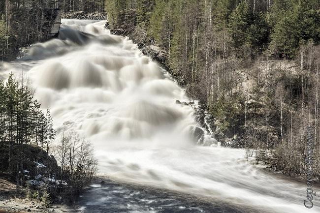 Водопад Кивач зимой. Автор фотографий Владимир Ларионов.  #Карелия